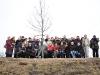 Uczestnicy na ławce Jana Karskiego  na kopcu Pamięci